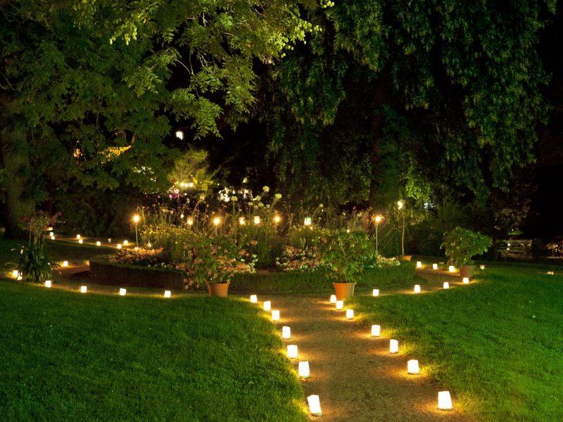 Kerzenlicht im Landschaftsgarten
